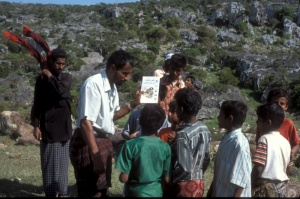 A local language bird guide helping children on Socotra